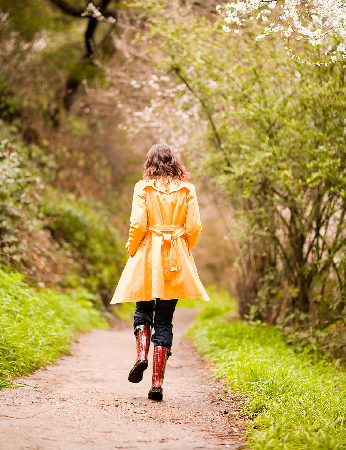 woman in yellow raincoat art director for photography